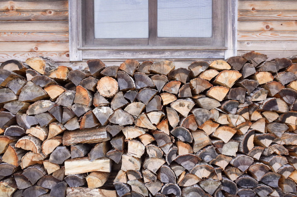 外に積み上げられた薪までも美しくて。