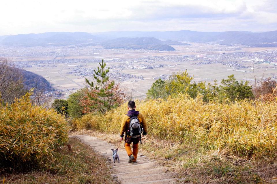 帰りは総社側に降りる直登コースでまずは山の中腹まで。