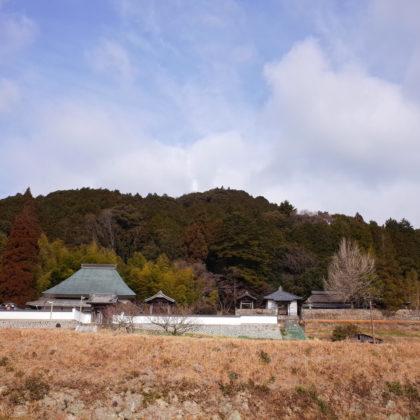 高顕寺(左)と八塔寺(右)