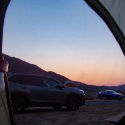 テントの中から暮れていく様子を眺める時間