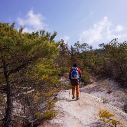 教えてもらった絶景の岩を目指して龍神山を下山