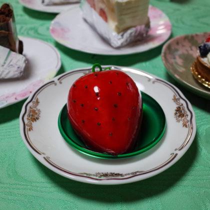 私は苺の形のケーキをチョイス