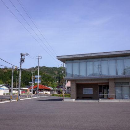 鏡野町上斎原振興センターに駐車。センターの左後ろにトイレがあります。