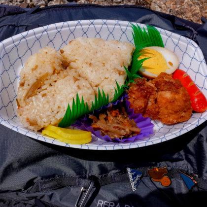 ここでお昼にしました。県北に点在するつるやのお弁当。