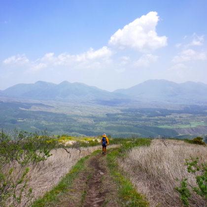 蒜山高原や蒜山三座に向かって降りていくような道。