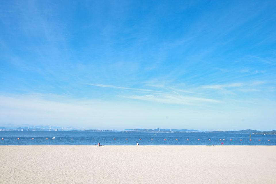 真夏の渋川海水浴場(岡山県玉野市)で久しぶりに海を見る。