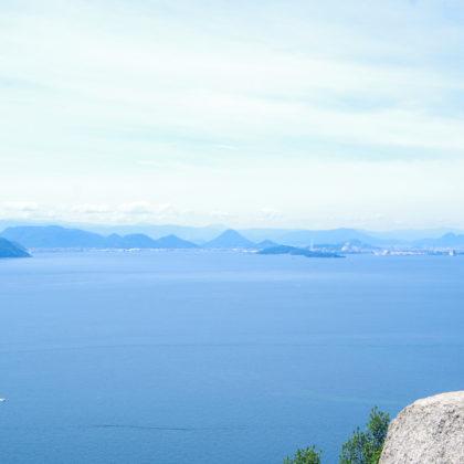 対岸の讃岐富士が綺麗に見えた。(中央の富士山型の山)
